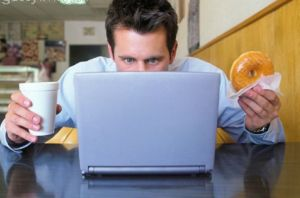 عوارض غذا خوردن پشت میز کار