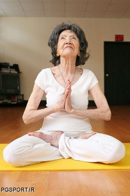 تصاویر جالب خانم کهنسال در حال انجام حرکات یوگا