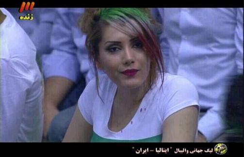 حضور شکیرا در شبکه سه  شادی بعد از گل زن ها و تصاویر زنان بی حجاب , در مسابقه والیبال