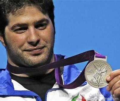 مدال نقره نصیر شلال  نواب نصير شلال، وزنهبردار ايران پس از کسب مدال نقره المپيک
